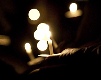 candlelight prayer vigil for peace in Iraq